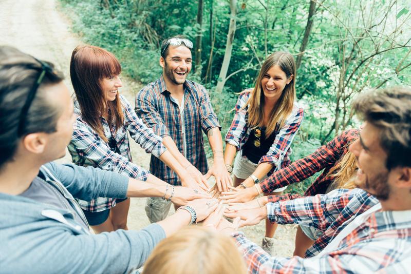 5 Fun Office Retreats for Bonding